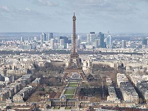 300px-Tour_Eiffel,_École_militaire,_Champ-de-Mars,_Palais_de_Chaillot,_La_Défense_-_03[1]